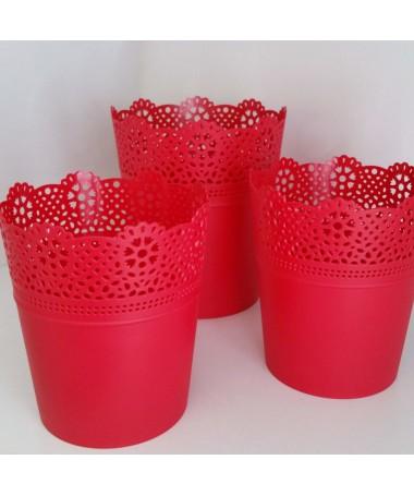 Lace raudonas plastiko vazonas